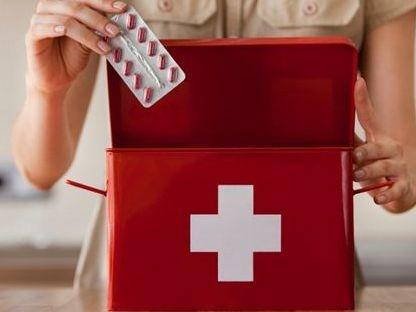 3270-1-20121118first-aid-kit-800x800-b